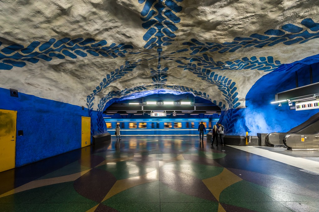 T-Centralen station, blue line platform, on the Stockholm T-Bana. The blue vines and flower motifs running along the walls were designed by Per Olof Ultvedt in 1975 - f/5 1/20sec ISO-1000 16mm