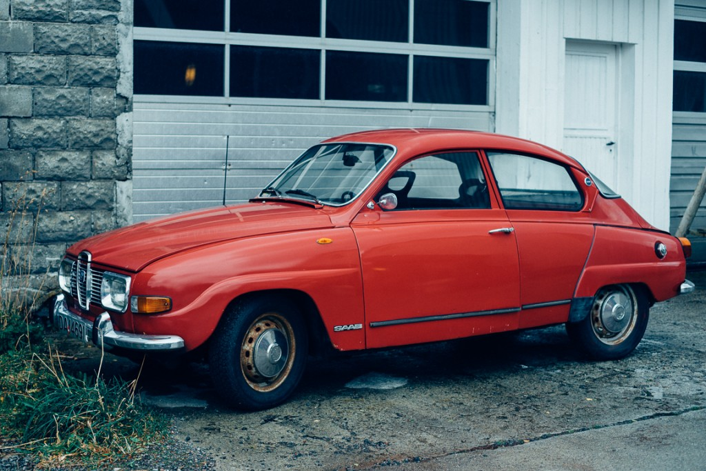 Old Saab car parked outside the Norsk Fiskevaermuseum