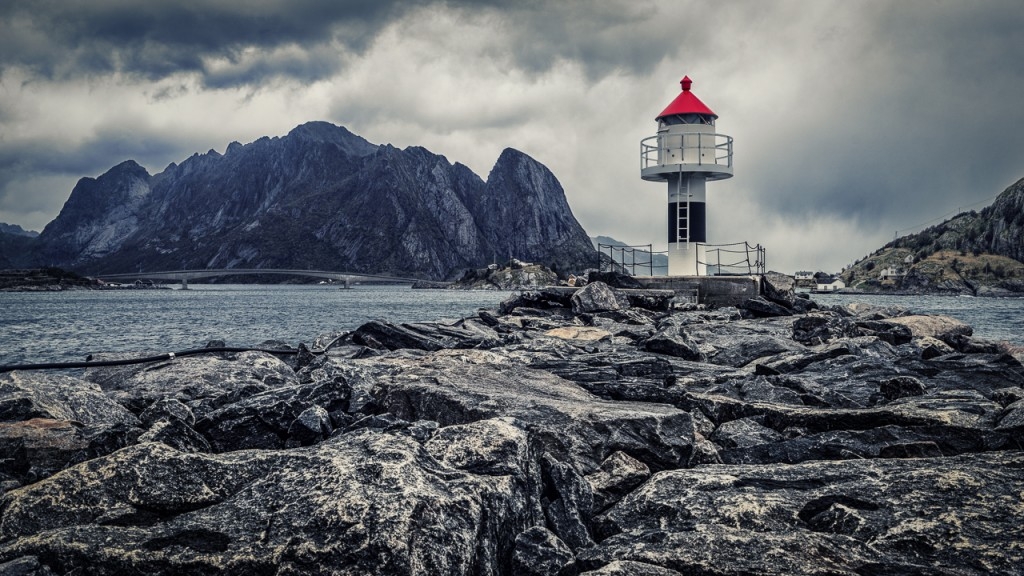 Lighthouse on the harbour wall at Reine, Lofoten