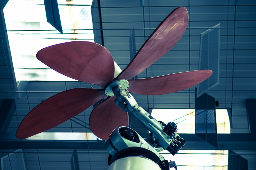 Giant fan on a robot arm in Singapore Airport