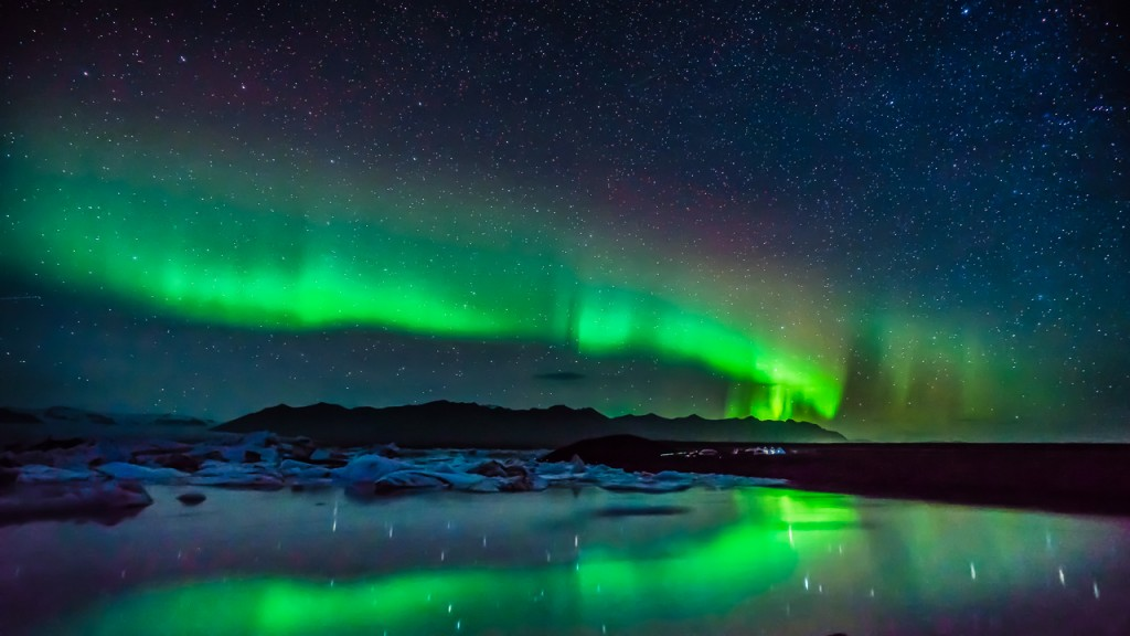 Northern lights over the Iceland glacier lake
